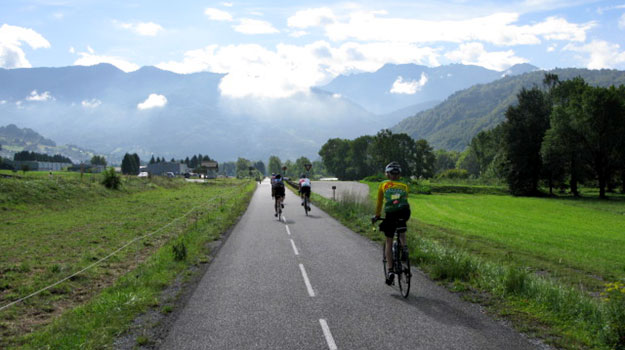 cycling tour vacation trips